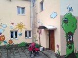 skolka vchod grafity